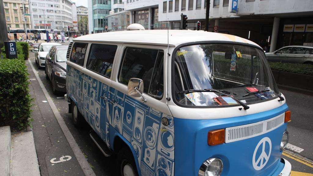 Hippie-Bus ausgebucht! Dodo kurvt durchs Pilatusland