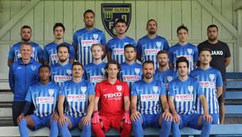 Trainer Nurkun Cece (rechts aussen) und der FC Olten Ausgabe 2020/21.