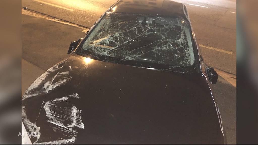 Aarau: Flucht vor Polizeikontrolle endet in einem Unfall