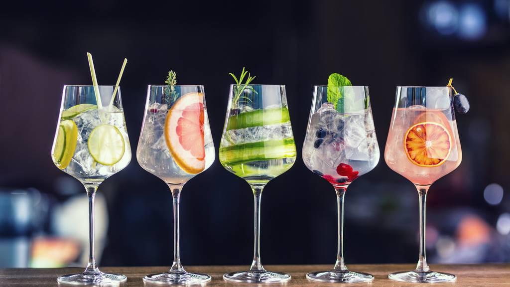 Ob mit Gurke, Grapefruit oder Limette: Fancy Cocktails sehen mit Deko einfach immer lässig aus.