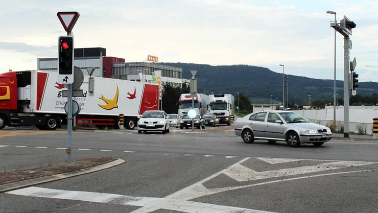 Der Verkehrsknoten Talhard zwischen Jumbo und Coop-Neubau soll ab 2016 mehr Fahrzeuge schlucken können.