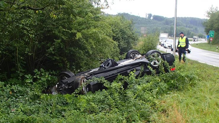 Der Jaguar der 30-jährigen kam kurz vor der Schul-/Sportanlage Engerfeld von der Strasse ab und kollidierte mit einem Stein.