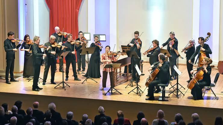 Geigerin Midori und ihre 285-jährige Violine standen am Freitagabend im Stadttheater Olten im Mittelpunkt. Das Münchener Kammerorchester überzeugte mit romantischen Klängen.
