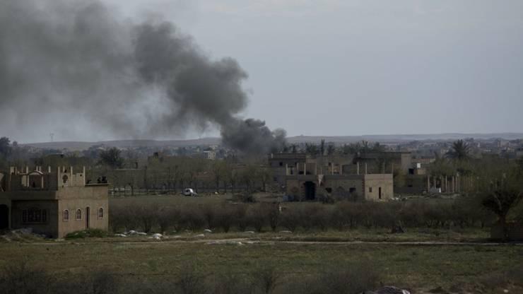 Rauch am Freitag über Baghus - die letzte Bastion der Terrormiliz Islamischer Staat (IS) ist besiegt worden.