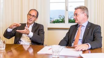 Adrian Schmitter, CEO des Kantonsspitals Baden (links), und Robert Rhiner, CEO des Kantonsspitals Aarau, erklären im Interview, warum sie die fehlbaren Chefärzte weder angezeigt noch entlassen haben.