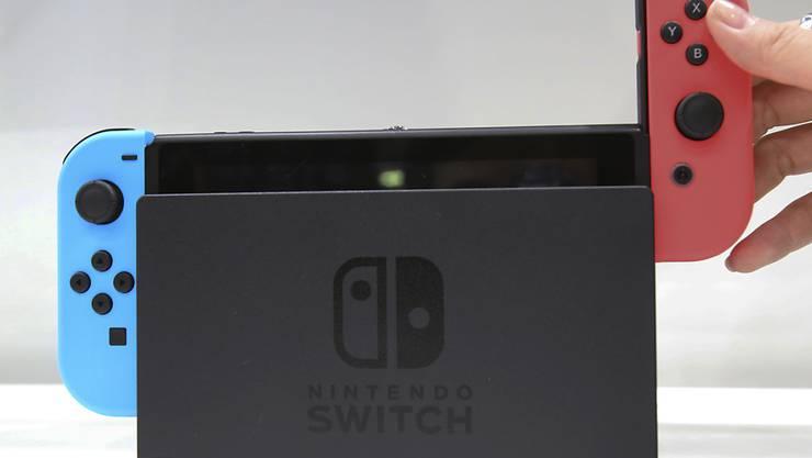 Die Spielekonsole Switch soll Nintendo-Gewinn ankurbeln. (Archiv)