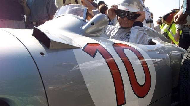 Er war schon 1954 dabei: Rennfahrer-Legende Hans Hermann am Grand-Prix-Revival im Jahr 2001