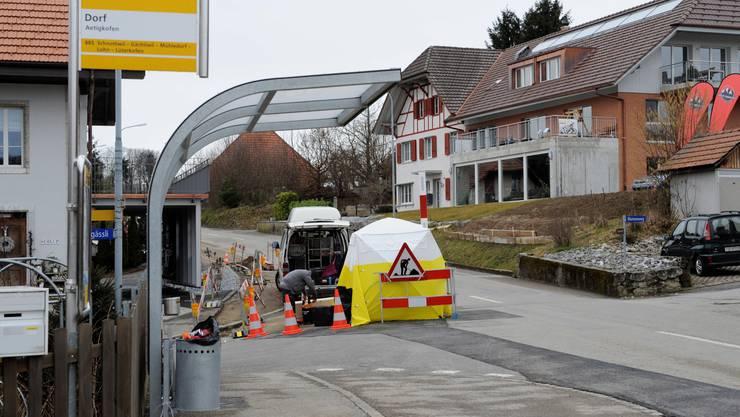 März 2014: Die Swisscom zieht in Aetigkofen teure Glasfasern in die Leitungen ein. Gemeinderat Christoph Isch fragte sich, ob es sich lohn, BucheggbergNet aufs Gemeindegebiet von ganz Buchegg auszubauen.