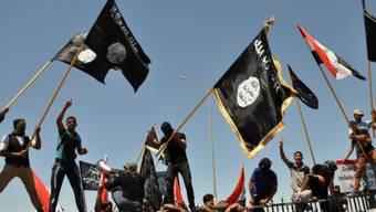 Fahnen des IS.