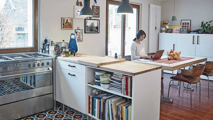 Leben und arbeiten in der Küche: Mit der Digitalisierung ist der Mensch in seiner Wohnung mobiler geworden.