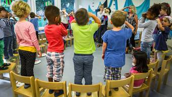 «Gleiche Startchancen für alle»: Die FDP will die Deutschkenntnisse von Kindern künftig früher fördern. Im Bild der Tag der offenen Türe im Lenzburger Kindergarten Fünflinden.Chris Iseli