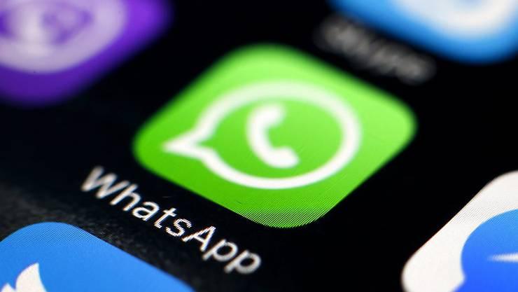 WhatsApp auf einem Smartphone. Seit Mittwoch gibt es auch Versionen für Windows- oder Mac-Computer.