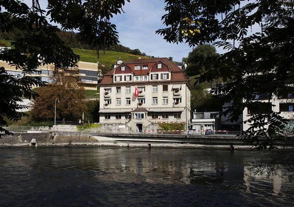 Das Haus wurde 1913 gebaut, kurz vor dem Ausbruch des Ersten Weltkriegs. Der Krieg war ein starker Dämpfer für den Kurbetrieb in Baden und Ennetbaden.
