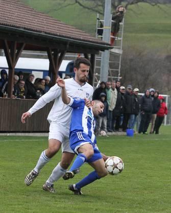 1:0 Skorer Albert Pjetri (FCO, hinten)
