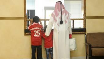 In Dubai und Katar finden die Bundesliga-Klubs längst eine wachsende Fangemeinde vor – dennoch stehen ihre Reisen in der Kritik.
