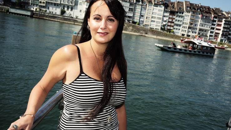 Es zieht sie ans Wasser: Bianca Nussberger am Steg der Klingentalfähre.