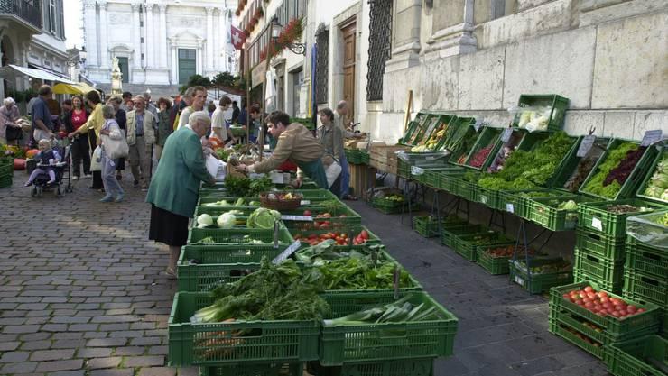Wie zur Zeit von ante coronam: Der Wochenmarkt wird wieder in der Altstadt stattfinden. (Archivbild)