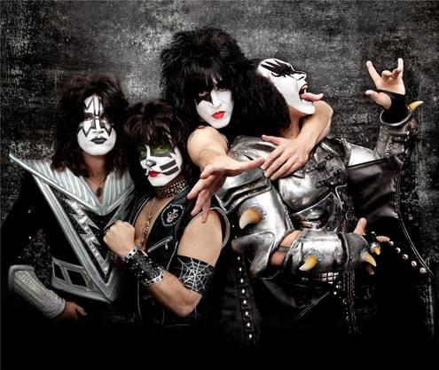 «Ein Kiss-Konzert ist wie eine grosse Portion Nachtisch»: Gene Simmons – hier, ganz rechts, auf dem Cover des Albums «Monster».ho