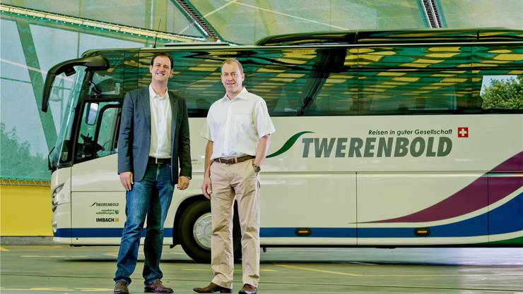 Im Reiseterminal von Twerenbold Reisen: Karim Twerenbold (links) und Pascal Wieser.