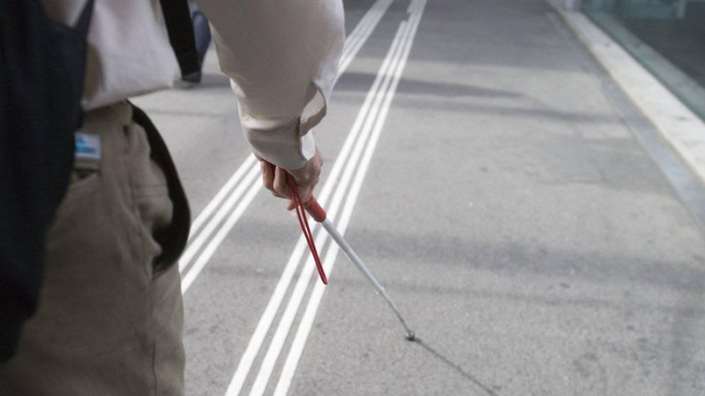 Zu viele Markierungen für Blinde: Die SBB muss im neuen Zürcher Durchgangsbahnhof Löwenstrasse einige davon entfernen - zum Unmut der Blindenverbände. (Symbolbild)