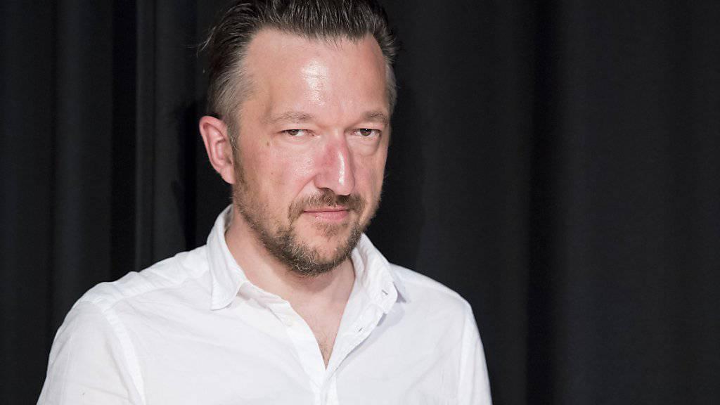 """""""Ein Engelskuss"""", sagt Lukas Bärfuss zu seiner Ernennung zum Georg-Büchner-Preisträger. (KEYSTONE/Anthony Anex)"""