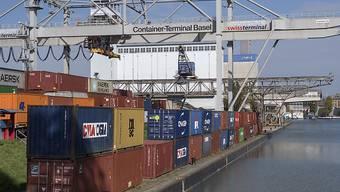 Der Schweizer Aussenhandel hat sich im ersten Quartal auf hohem Niveau seitwärts entwickelt. (Archiv)