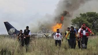 Die Black Box der Passagiermaschine soll Aufschluss über den Unfallhergang geben. Alle 103 Menschen an Bord hatten das Unglück überlebt.