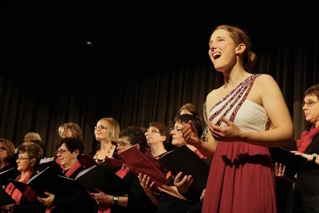 Martina Glock-Rajgl ist die Tochter der Präsidentin des Chors und begleitete ihn als Sopranistin