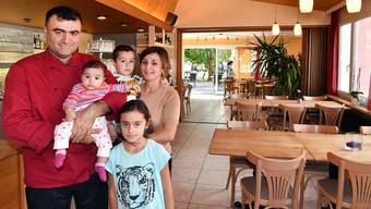 Neueröffnung Restaurant Hardeck Neuendorf unter Familie Ulas und Elif Öcal mit Tochter Melis, Sohn Aras und Töchterchen Eda
