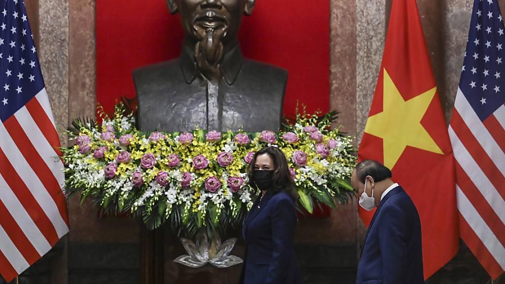US-Vizepräsidentin Harris kritisiert in Asien China scharf