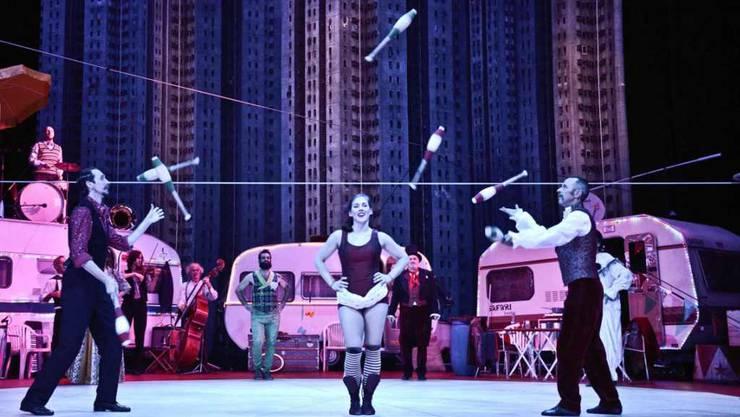 """Szene aus dem Zirkusstück """"Katharina Knie"""" von Carl Zuckmayer am Theater St. Gallen (Bild: Tine Edel, Theater St. Gallen)"""