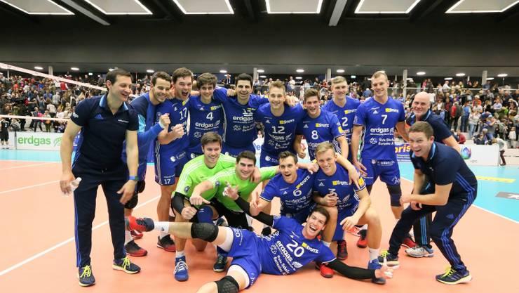 Am Sonntag, 17. September spielt der Schweizermeister 16/17 Volley Amriswil (Bild) gegen Volley Luzern in der Pfrundmatt Reinach.