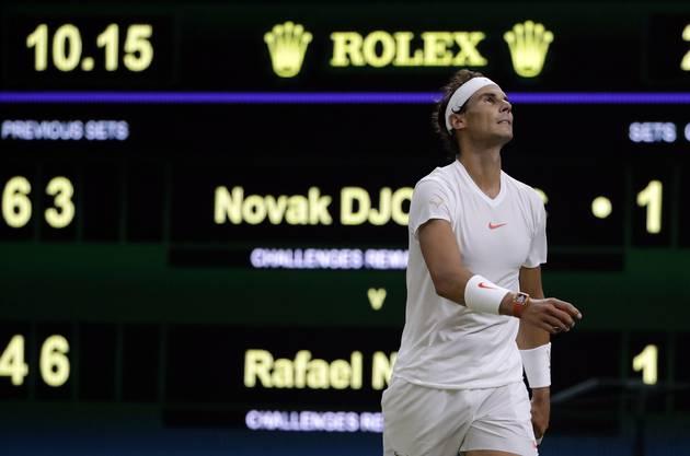 Das Halbfinalspiel zwischen Dovak Djokovic und Rafael Nadal begann am Freitagabend erst spät, da das erste Halbfinall als eines der längsten in die Wimbledon-Geschichte eingeht.