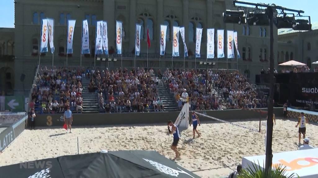 Coop Beachtour Bern: Auf dem Bundesplatz messen sich die besten Volleyballspielerinnen und -spieler der Schweiz