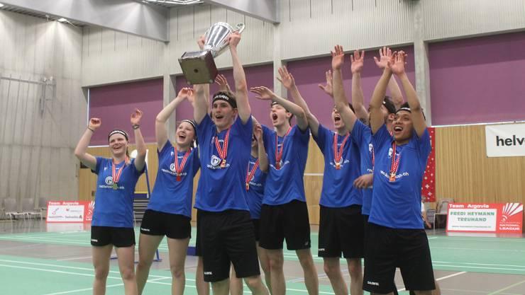 Die Aargauer konnten den Pokal in die Höhe stemmen.