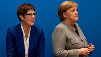 Unter Partei-Chefin Annegret Kramp-Karrenbauer und Bundeskanzlerin Angela Merkel schwächelt die CDU heftig.