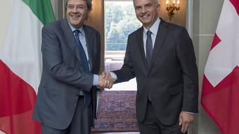 Der italienische Aussenminister Gentiloni und sein Schweizer Amtskollege Burkhalter trafen sich in Bern zu einem offiziellen Gespräch