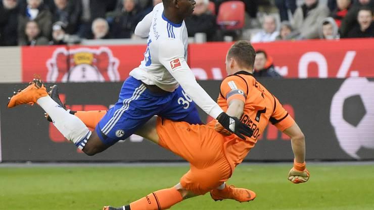 Breel Embolo lieferte sich mehrmals ein Duell mit Leverkusens Torhüter Bernd Leno