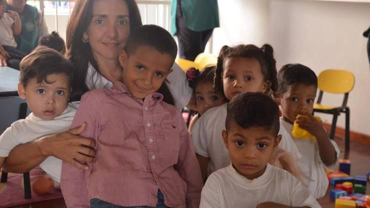 Eine Frau, die mutig und engagiert hilft, ist Erika Spillmann, die das Kinderheim seit 20 Jahren leitet und sich uneigennützig für Kinder und Waisen einsetzt, um sie auf ein selbständiges Leben vorzubereiten.