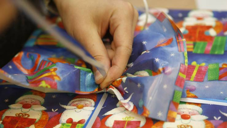 Päckli zu Weihnachten für Menschen, die sonst kein Geld dafür hätten. (Themenbild).