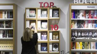 Ein grosser Teil der Werke, die in den schweizerischen Buchhandel kommen, sind Übersetzungen. Diese Arbeit bedinge die Frage nach den eigenen Weltanschauungen und sie erfordere Einfühlungsvermögen, sagt die Übersetzerin Irma Wehrli. (Archivbild)