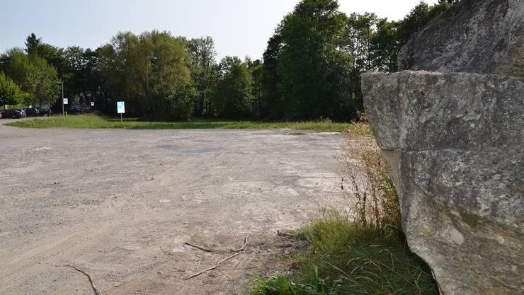 Vorderhand kann man hier noch parkieren und, wenn man will, auch ein Feuer machen und Cervelats bräteln – doch das Jacob-Isler-Areal in Wohlen wird definitiv nicht zum Park, sondern wohl in absehbarer Zeit überbaut.