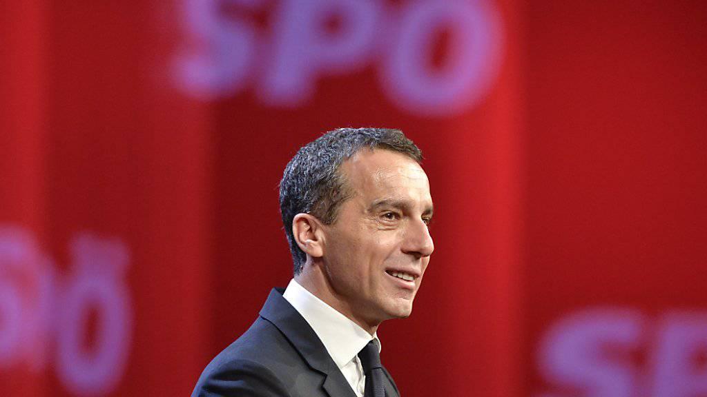 Österreichs Sozialdemokraten haben Bundeskanzler Christian Kern mit überwältigender Mehrheit zum neuen Parteichef gewählt.