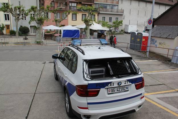 Das beschädigte Polizeiauto am Brugger Stadtfest