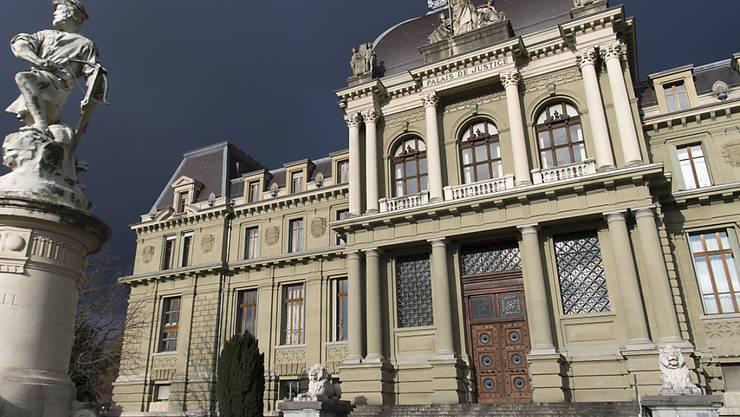 Das Bezirksstrafgericht Lausanne verurteilte einen 35-jährigen Mann wegen Misshandlung und Tötung seines Kleinkindes zu sechs Jahren Gefängnis. (Archivbild)