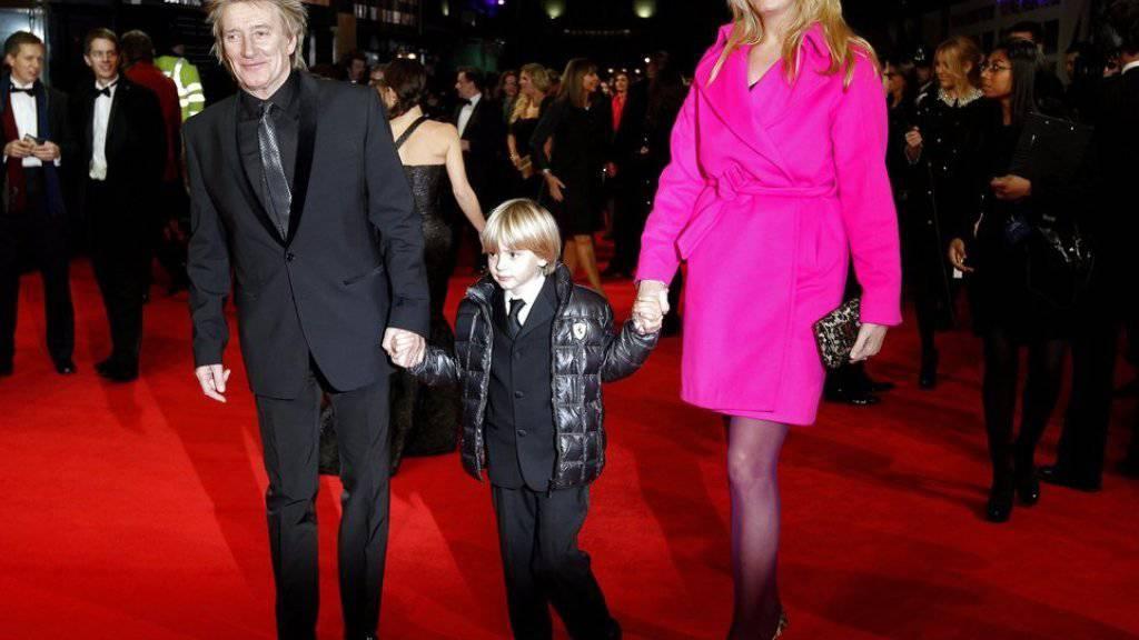 Wollen ihre Liebe neu aufleben lassen: Rod Stewart und Ehefrau Penny Lancaster, hier mit Sohn Alastair (Archiv)