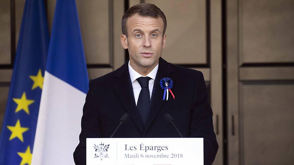 Sechs Verdächtige aus dem rechten Milieu sollen einen Anschlag auf Frankreichs Präsident Emmanuel Macron geplant haben.
