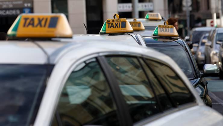 Weil Taxifahrern die Kunden wegbleiben, ist ihre Existenz bedroht. (Symbolbild)