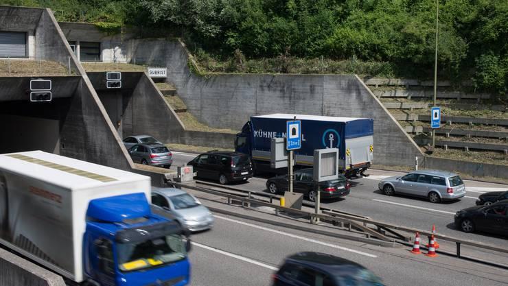 Die beiden BMWs waren auf der Autobahn A1 in Weiningen Richtung St. Gallen unterwegs, als der hintere den vorderen leicht touchierte.