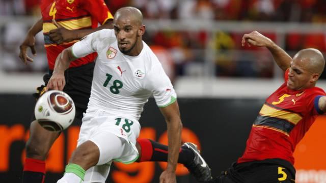 Angola (rot) und Algerien schafften mit einem 0:0 das Weiterkommen